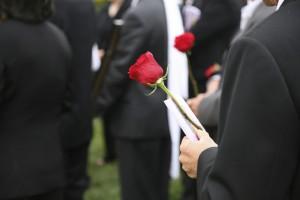 Пособие по смерти родственника в 2018 году: где получить выплаты после смерти человека?
