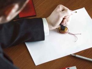 Нужно ли заверять дарственную у нотариуса? В каких случаях нужно, а в каких необязательно?