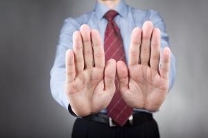 Можно ли отказаться от наследства по доверенности?